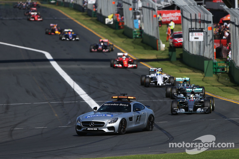 Lewis Hamilton, Mercedes AMG F1 W06, hinter dem Safety-Car