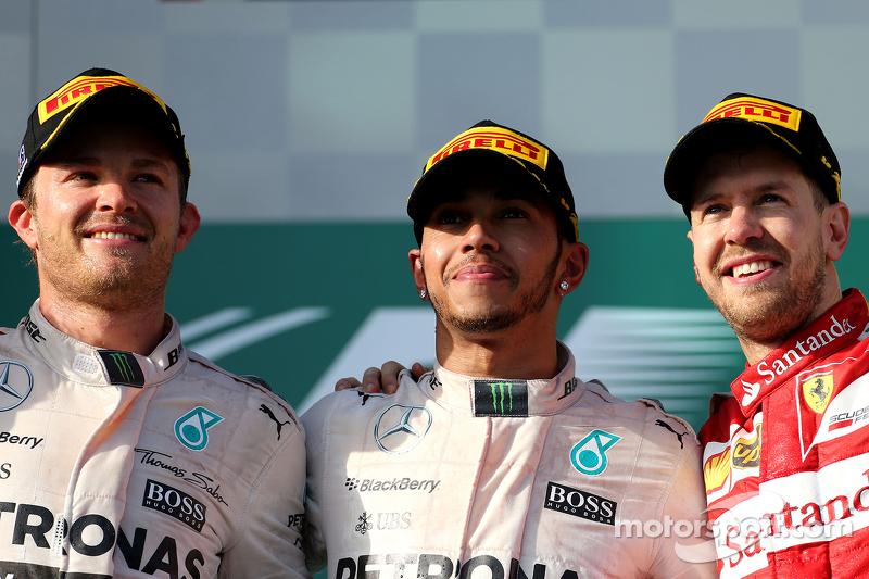Peringkat kedua Nico Rosberg, Mercedes AMG F1 Team, Race pemenang balapan, Lewis Hamilton, Mercedes AMG F1 Team, dan peringkat ketiga Sebastian Vettel, Scuderia Ferrari