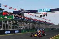 Daniel Ricciardo, Red Bull Racing RB11, llega a la meta