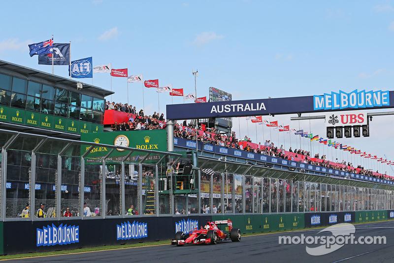 Peringkat ketiga Sebastian Vettel, Ferrari SF15-T takes the chequered flag di end of the race