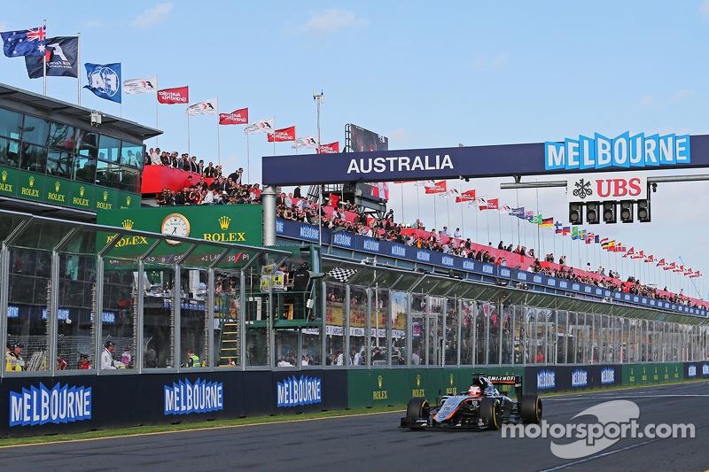 Ніко Хюлкенберг, Sahara Force India F1 VJM08 проїжджає під клітчастий прапор на завершенні гонки