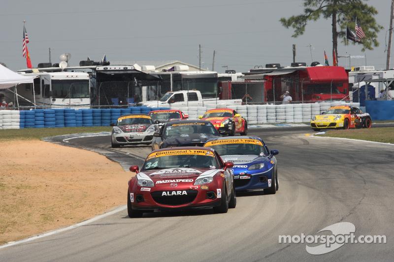 #34 Alara Racing Mazda MX-5: Christian Szymczak, Devin Jones
