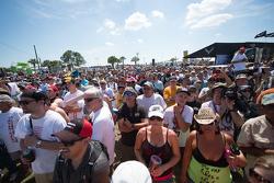 Fans beim Bikini-Wettbewerb