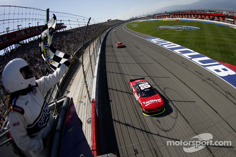 Kevin Harvick, JR Motorsports Chevrolet takes the win
