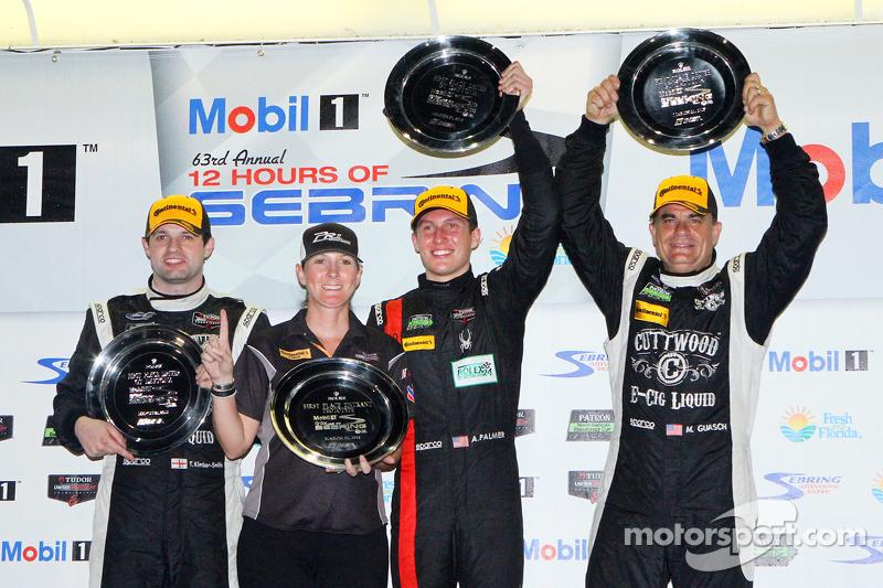 PC class подіум: переможці Майк Гуаш, Ендрю Палмер, Том Кімбер-Сміт PR1 Mathiasen Motorsports
