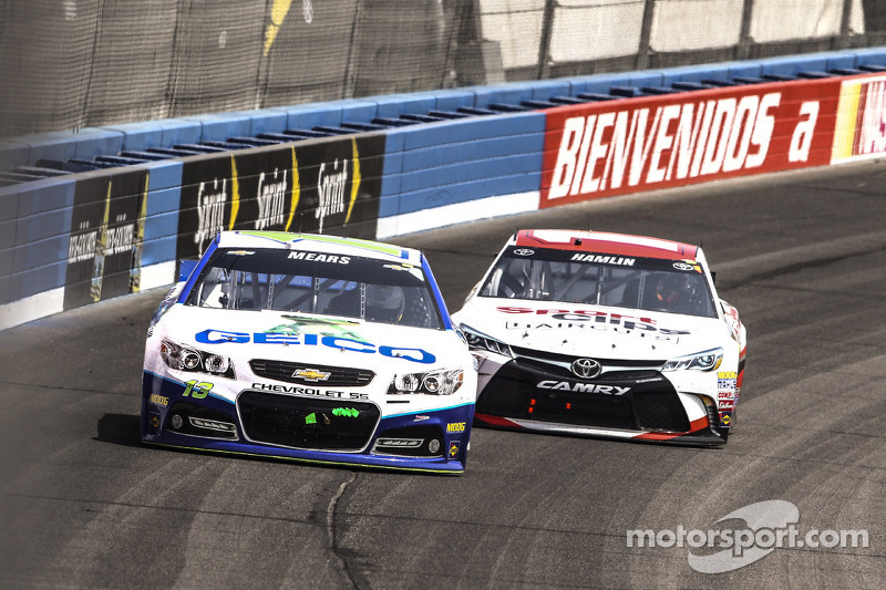 Casey Mears, Germain Racing Chevrolet, Denny Hamlin, Joe Gibbs Racing Toyota