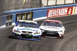 Casey Mears, Germain Racing Chevrolet, Denny Hamlin, Joe Gibbs Racing Toyota