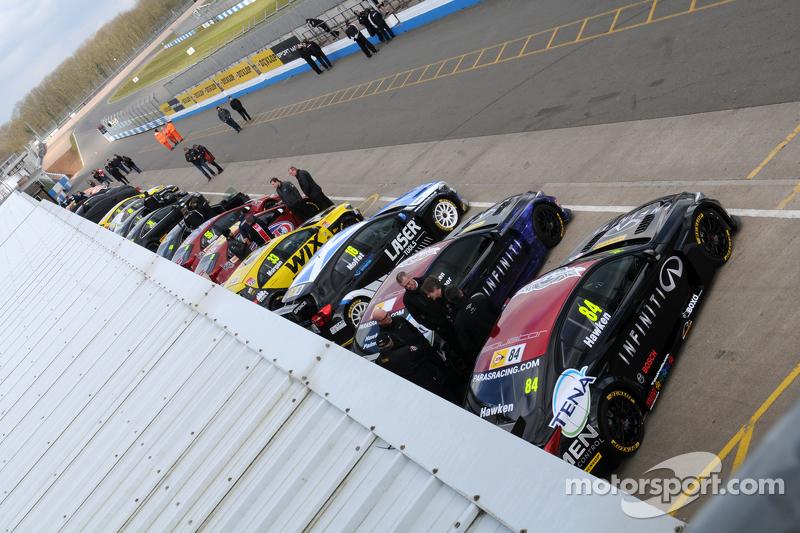 BTCC Cars turun di pit lane