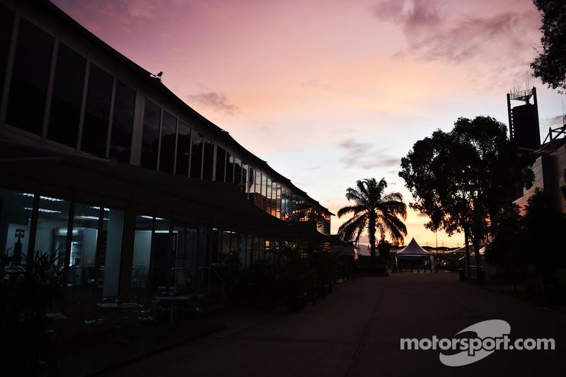 matahari terbit di paddock