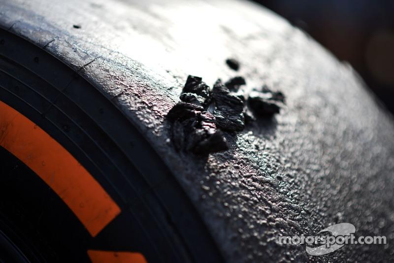 Ban Pirelli bekas