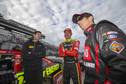Clint Bowyer, Michael Waltrip Racing, Toyota, Greg Biffle, Roush Fenway Racing, Ford