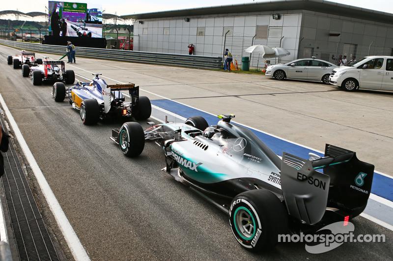 Nico Rosberg, Mercedes AMG F1 W06, in der Schlange am Ende der Boxengasse