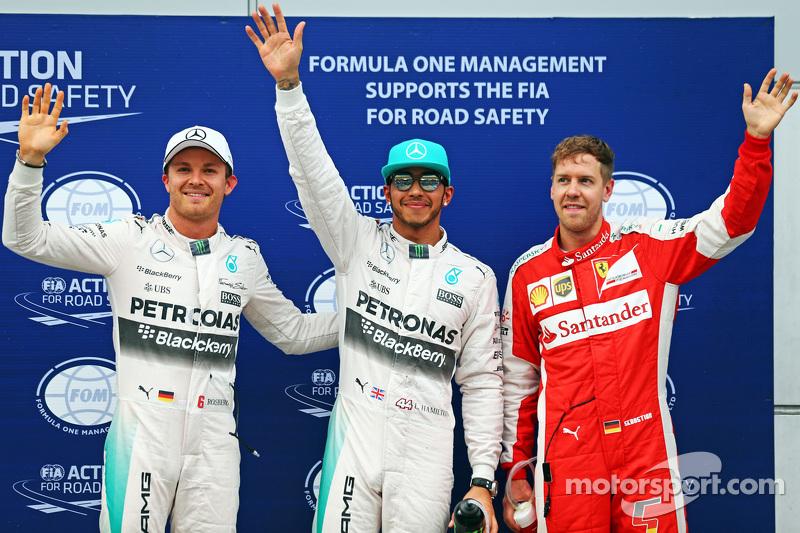 Qualifying, Top 3 im Parc Fermé (von links nach rechts): Pole-Sitter: Lewis Hamilton, Mercedes AMG F