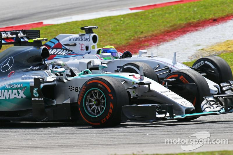 Nico Rosberg, Mercedes AMG F1 W06 y Felipe Massa, Williams FW37 batalla po la posición