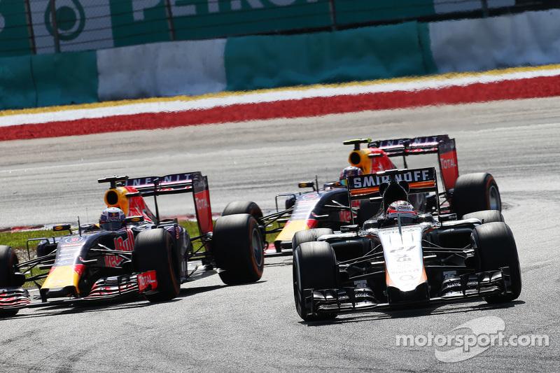نيكو هلكنبرغ، سهارا فورس إنديا للفورمولا 1 على متن سيارة في جيه أم 08 يتقدم على دانييل ريكياردو، ريد