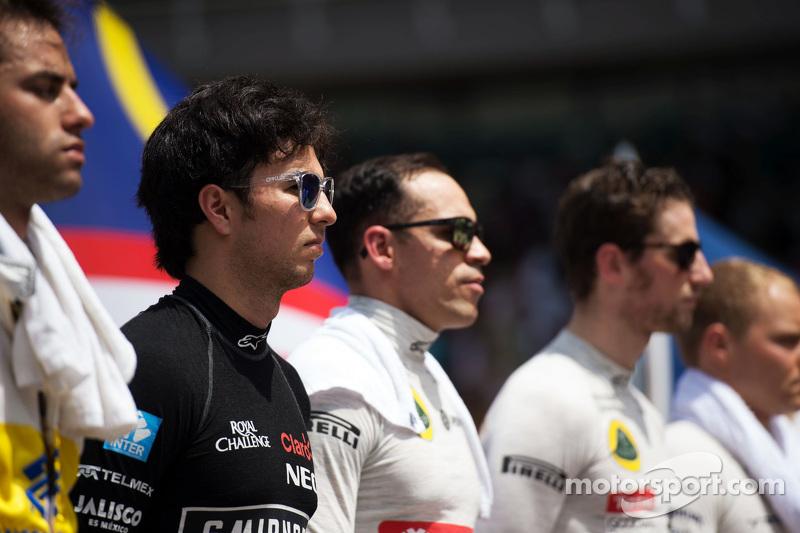 Sergio Perez, Sahara Force India F1 bersama drivers as grid observes national anthem