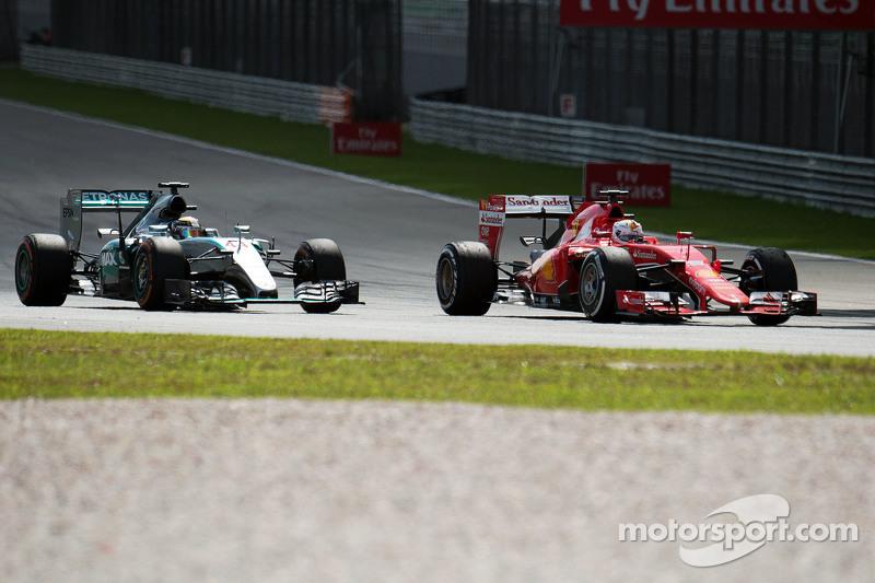 Lewis Hamilton, Mercedes AMG F1 W06 and Sebastian Vettel, Ferrari SF15-T battle for the lead of the