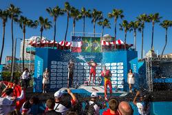 Podium: второе место - Жан-Эрик Вернь, Andretti Autosport, победитель гонки Нельсон Пике мл., третье