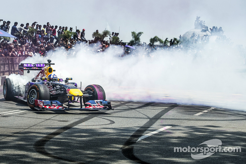 David Coulthard, Red Bull Racing, participa en el Red Bull Showrun en el Necklace Road en Hyderabad, India