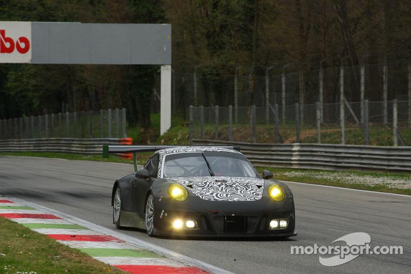 2016 spec Porsche 911 GT3 R