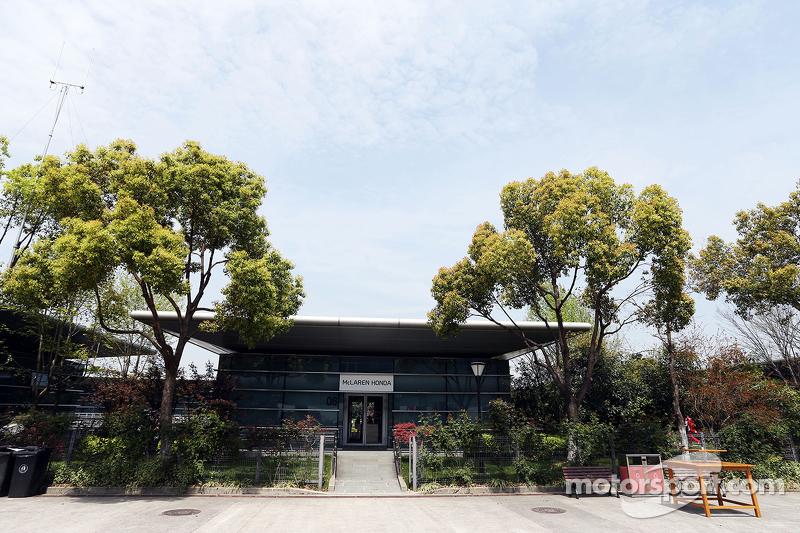 Edificio en el paddock de McLaren