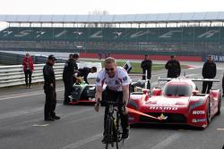 Chris Hoy tracte la Nissan LMP1