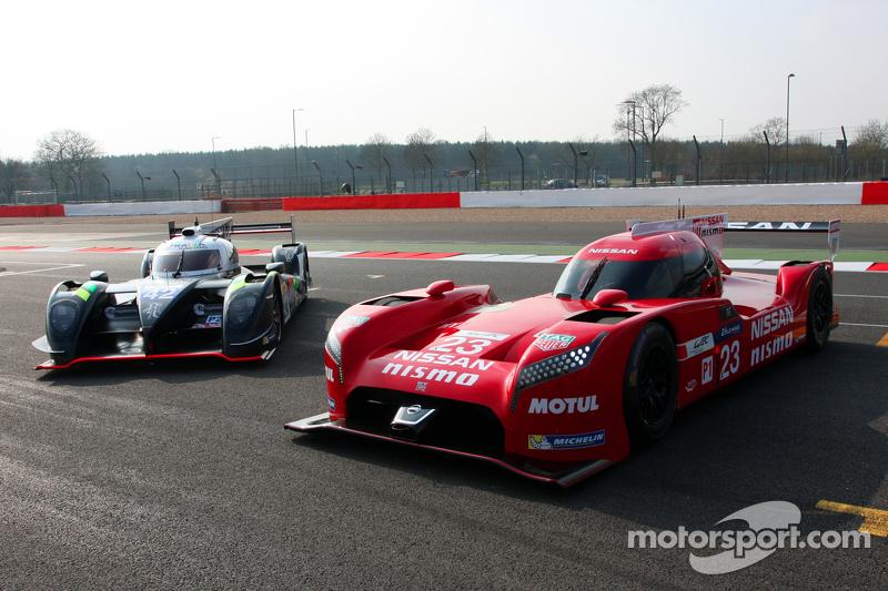 Nissan GT-R LM Nismo, dan #42 Strakka Racing Dome Strakka S103 - Nissan: Nick Leventis, Danny Watts,