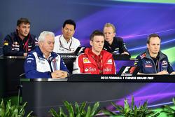 De FIA-persconferentie: James Key, Scuderia Toro Rosso Technisch Directeur; Ayao Komatsu, Lotus F1 Team Race Engineer; Andrew Green, Sahara Force India F1 Team Technisch Directeur; Pat Symonds, Williams Chief Technical Officer; James Allison, Ferrari Ch
