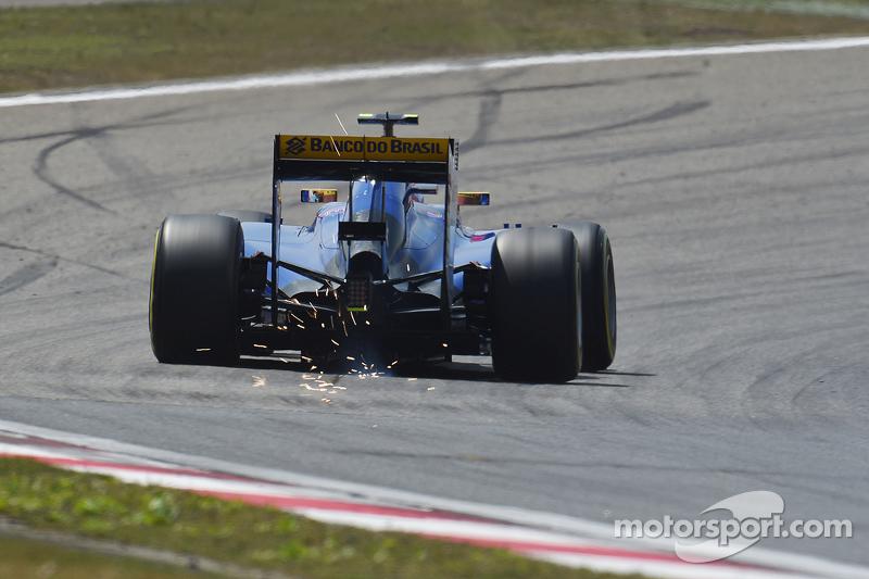 Felipe Nasr, Sauber C34 sends sparks flying