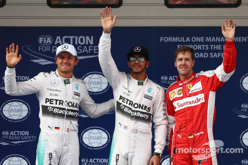 Peringkat kedua Nico Rosberg, Mercedes F1, Polesitter Lewis Hamilton, Mercedes F1, dan peringkat ket