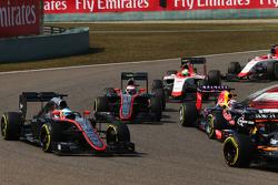 Фернандо Алонсо, McLaren MP4-30 на старте гонки