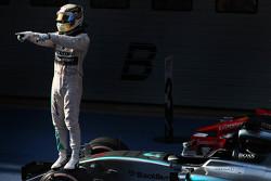 Le vainqueur Lewis Hamilton, Mercedes AMG F1 fête sa victoire