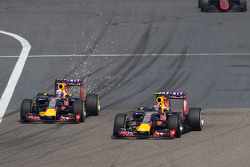 Daniil Kvyat, Red Bull Racing RB11 lidera a su compañero Daniel Ricciardo, Red Bull Racing RB11