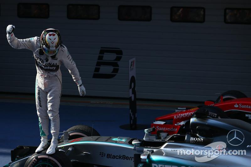 第一名,刘易斯·汉密尔顿,梅赛德斯AMG F1 W06,第二名,尼克·罗斯伯格,梅赛德斯AMG F1 W06和第三名,塞巴斯蒂安·维特尔,法拉利SF15-T