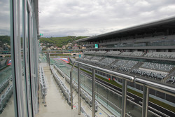 Вид на стартовую прямую Сочи Автодрома из VIP-ложи
