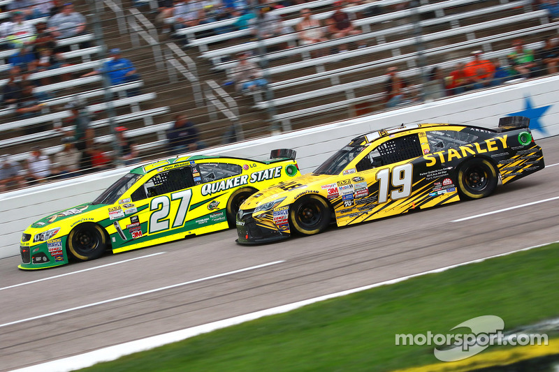 Пол Менард, Річард Чілдресс Racing Chevrolet та Карл Едвардс, Joe Gibbs Racing Toyota