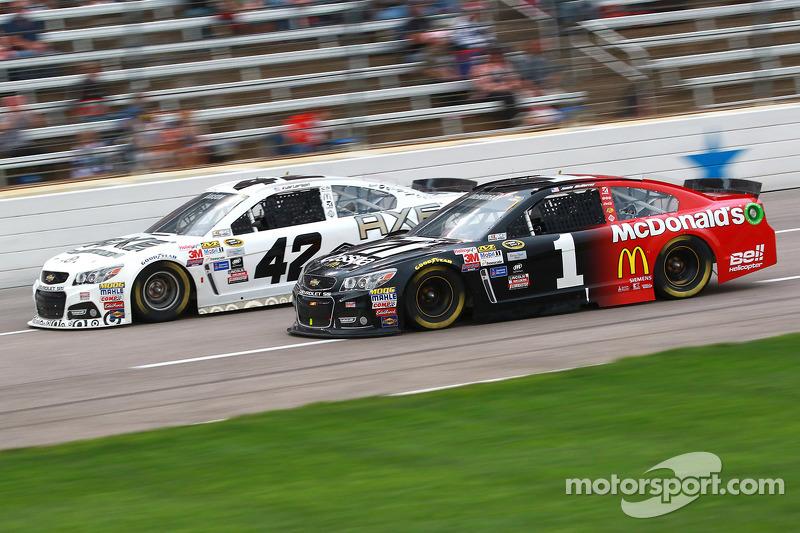 Kyle Larson, Ganassi Racing Chevrolet, dan Jamie McMurray, Chip Ganassi Racing Chevrolet