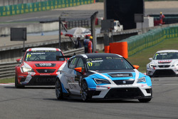 Michel Nykjaer, SEAT Leon Racer, Target Competition, dan Sergey Afanasyev, SEAT Leon Racer, Team Cra