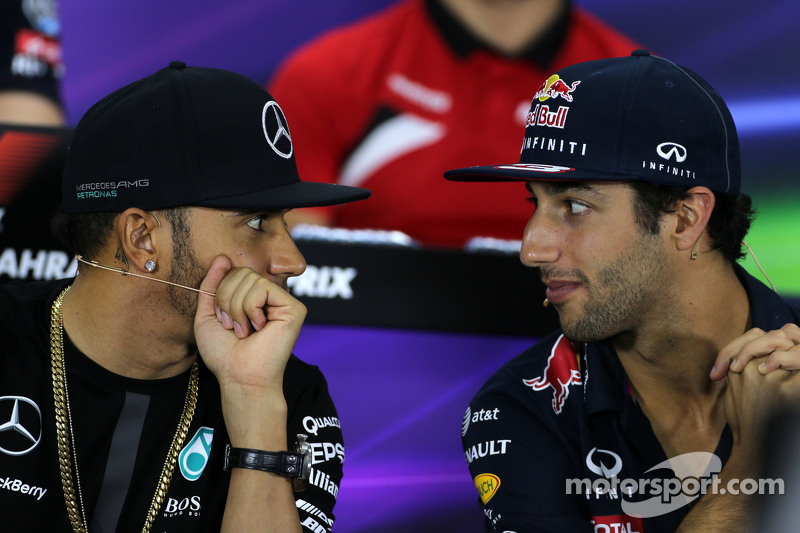 Lewis Hamilton, Mercedes AMG F1 Team and Daniel Ricciardo, Red Bull Racing