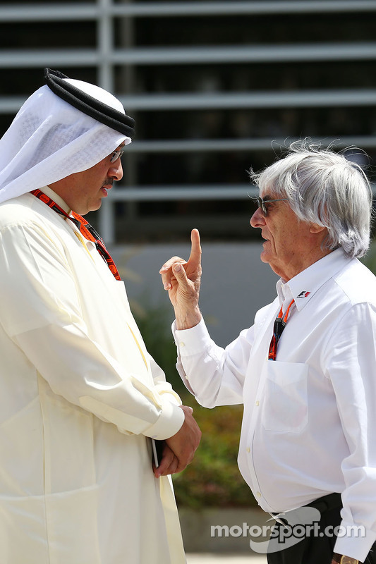 Sheikh Mohammed bin Essa Al Khalifa CEO of the Bahrain Economic Development Board, dan McLaren Shareholder bersama Bernie Ecclestone.