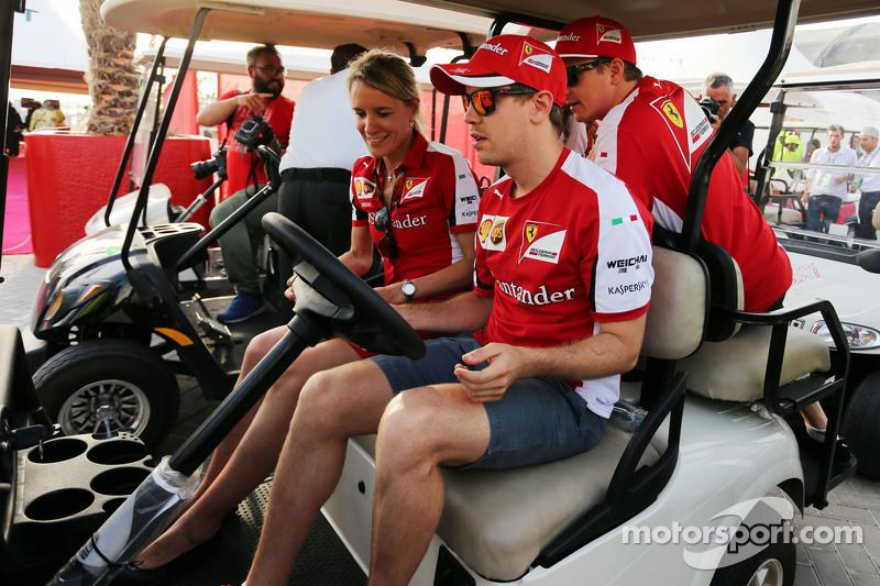 Sebastian Vettel, Ferrari, fährt ein Golfcart mit Kimi Räikkönen, Ferrari, und Britta Roeske, Ferrar