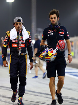 Carlos Sainz Jr. with Sam Village, Scuderia Toro Rosso