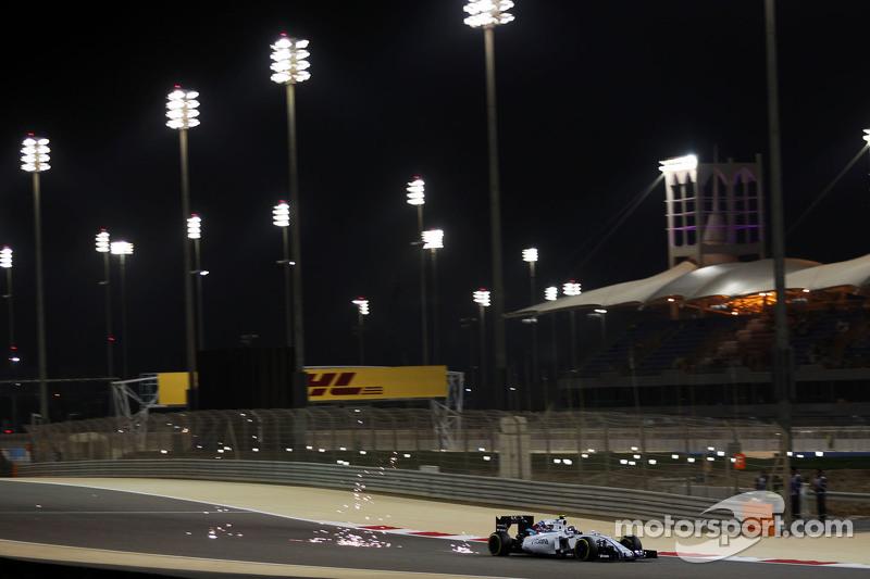 Valtteri Bottas, Williams FW37 mengeluarkan percikan api