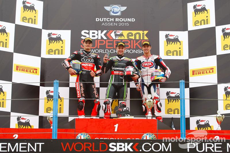 Podium :el segundo lugar, Chaz Davies, Ducati Team, el ganador, Jonathan Rea, Kawasaki, el tercer lu