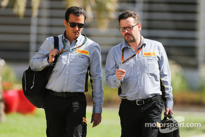 Khaled Jnifen, Pirelli, mit Paul Hembery, Pirelli-Sportchef