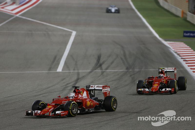 Sebastian Vettel, Ferrari SF15-T, vor Teamkollege Kimi Räikkönen, Ferrari SF15-T