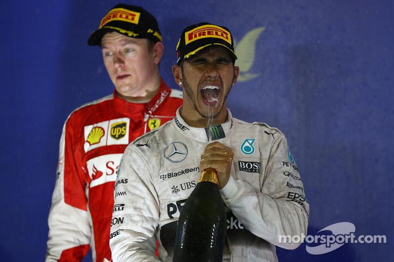 Kimi Räikkönen, Ferrari, und Lewis Hamilton, Mercedes AMG F1