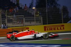 Уилл Стивенс, Manor F1 Team и напарник по команде Роберто Мери, Manor F1 Team борются за позицию