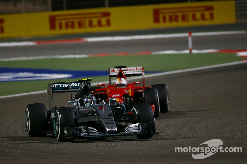Ніко Росберг, Mercedes AMG F1 W06 лідирує Себастьян Феттель, Ferrari SF15-T