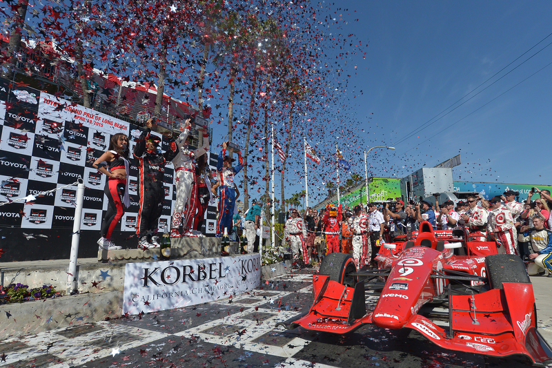 Podium: Race winner Scott Dixon, Chip Ganassi Racing Chevrolet, second place Helio Castroneves, Team